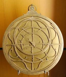 http://commons.wikimedia.org/wiki/File:Astrolabe_Jean_Naze_MBA_Lyon_1966-1.jpg